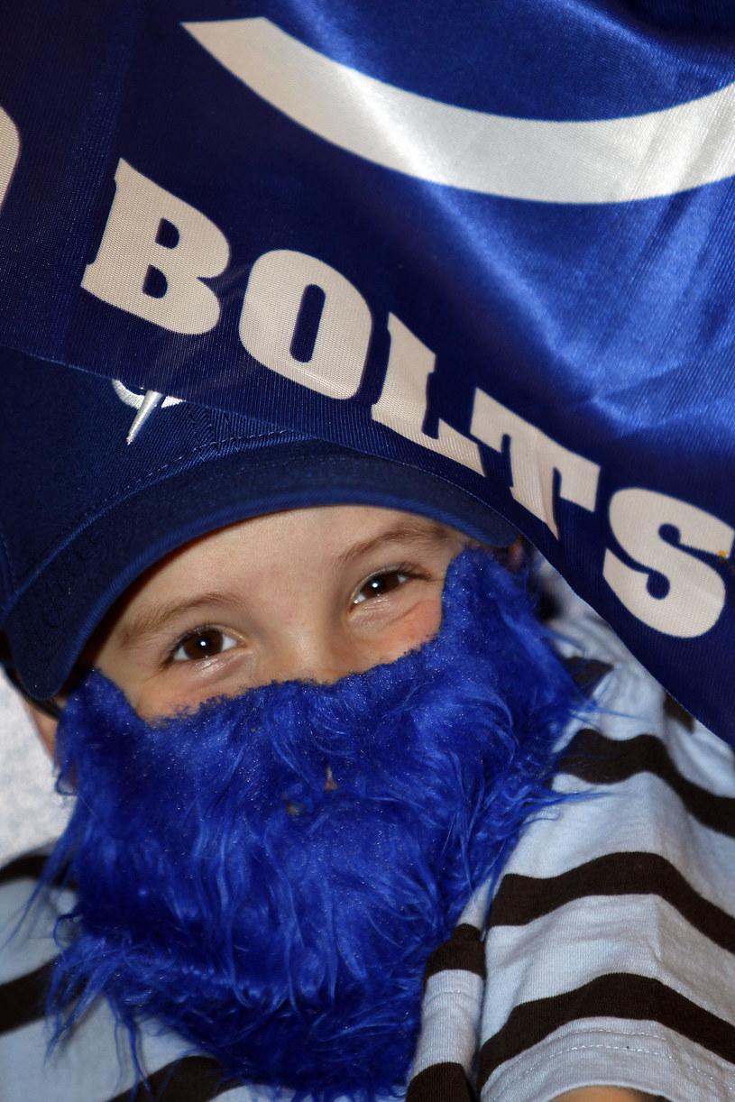 Jeden z małych fanów Tampy Bay Lightning wymyślił taką oto brodę na play-off. /AFP
