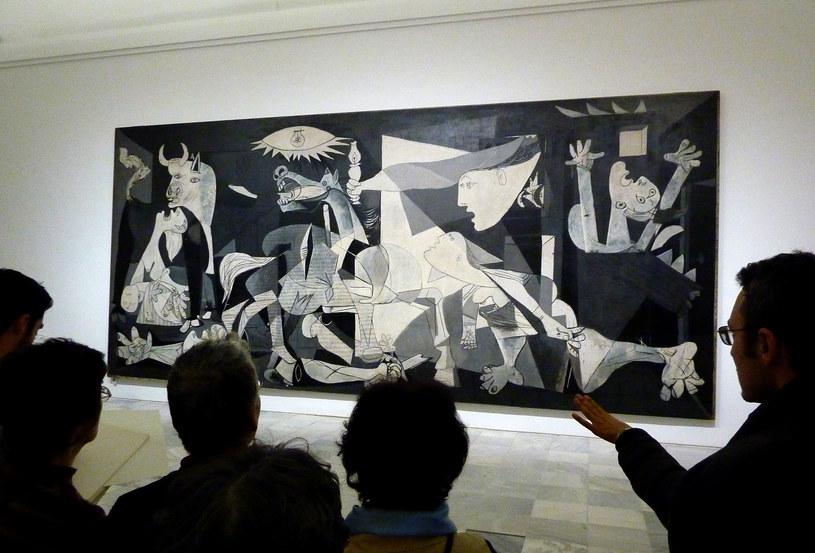 Jeden z obrazów autorstwa Pablo Picasso - Guernica /AFP