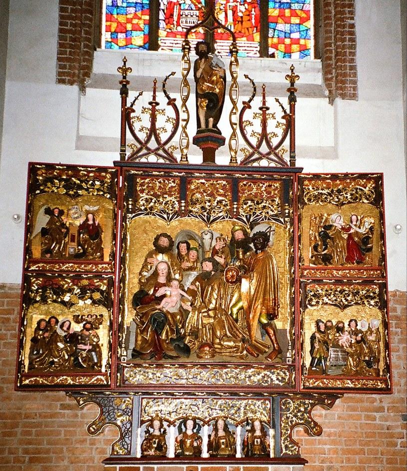 Jeden z ocalonych z pożogi 1945 roku gotyckich ołtarzy, który dziś zdobi elbląską katedrę /Odkrywca