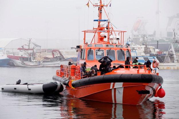 Jeden z okrętów biorących udział w akcji ratowniczej /MIGUEL PAQUET /PAP/EPA