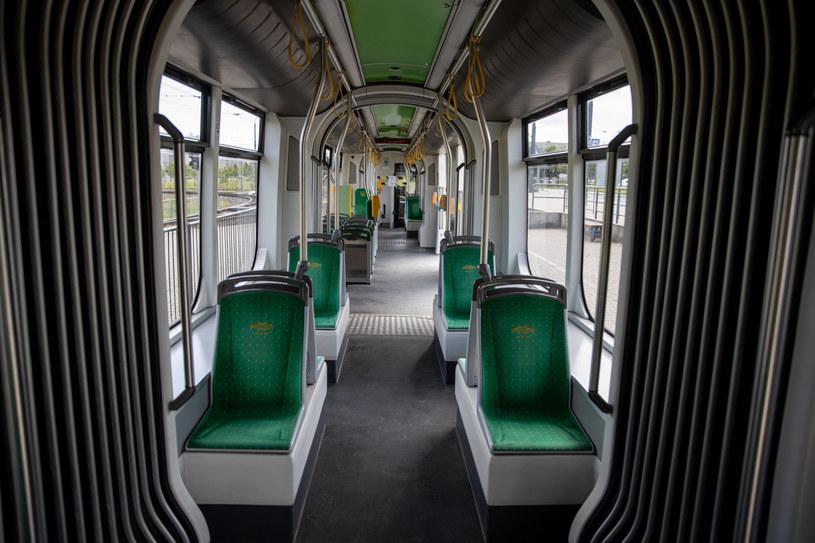 Jeden z pasażerów autobusu wyjął z plecaka maczetę /PAWEL JASKOLKA/AGENCJA SE /East News