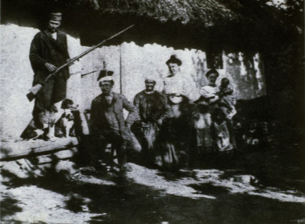 Jeden z pierwszych Polaków w Adampolu Ignacy Kępka z rodziną, Polonezkoy (Adampol), ok. 1900 r. /Wojtek Laski /East News
