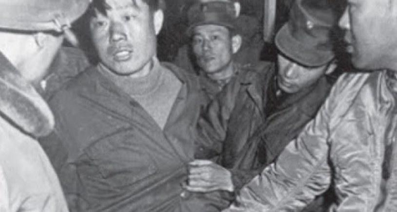 Jeden z pojmanych północnokoreańskich żołnierzy /Wikimedia