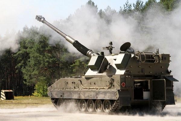 Jeden z produktów Huty Stalowa Wola - 155-milimetrowa armatohaubica Krab /Polska Zbrojna