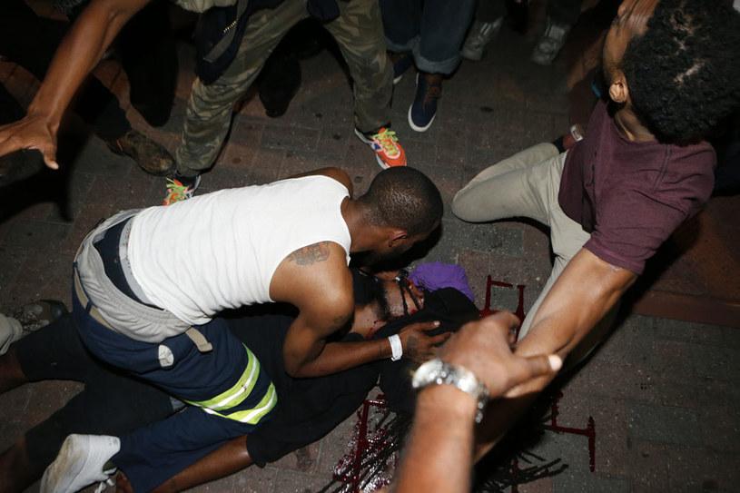 Jeden z protestujących jest w stanie krytycznym /AFP