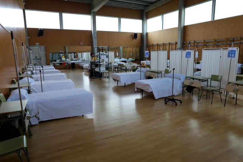 Jeden z prowizorycznych szpitali w Hiszpanii /Jesús Hellín/Europa Press /Getty Images