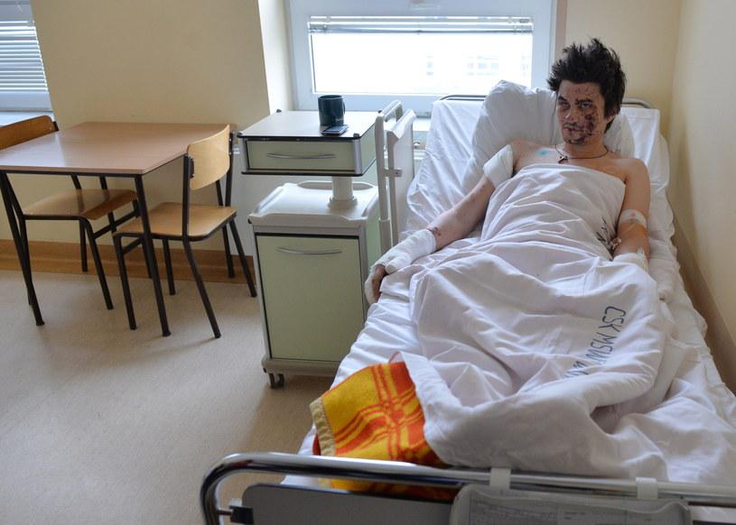 Jeden z rannych Ukraińców leczonych w Polsce /Radek Pietruszka /PAP