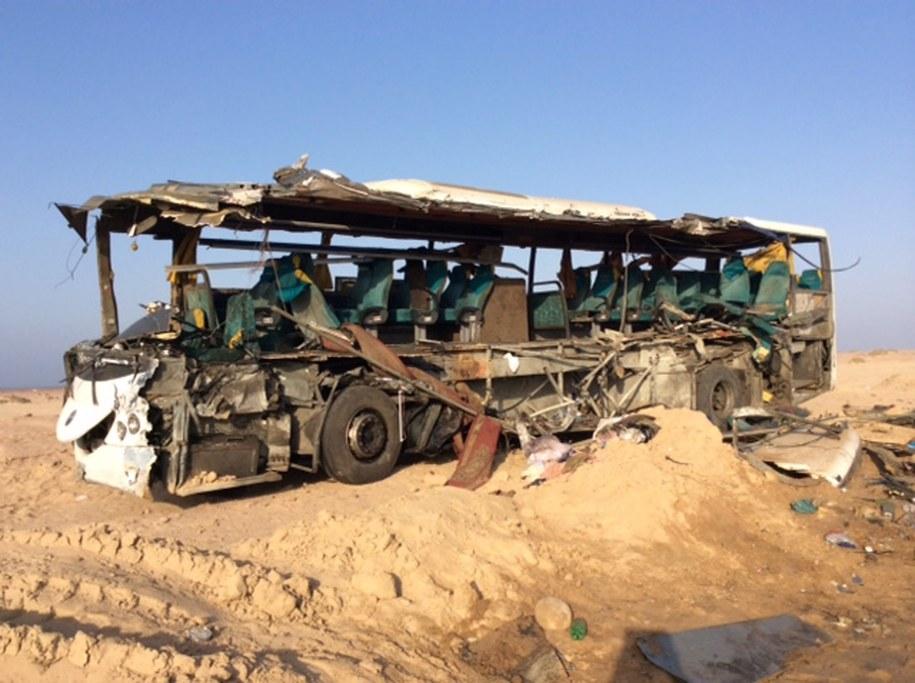 Jeden z rozbitych autobusów /STRINGER /PAP/EPA