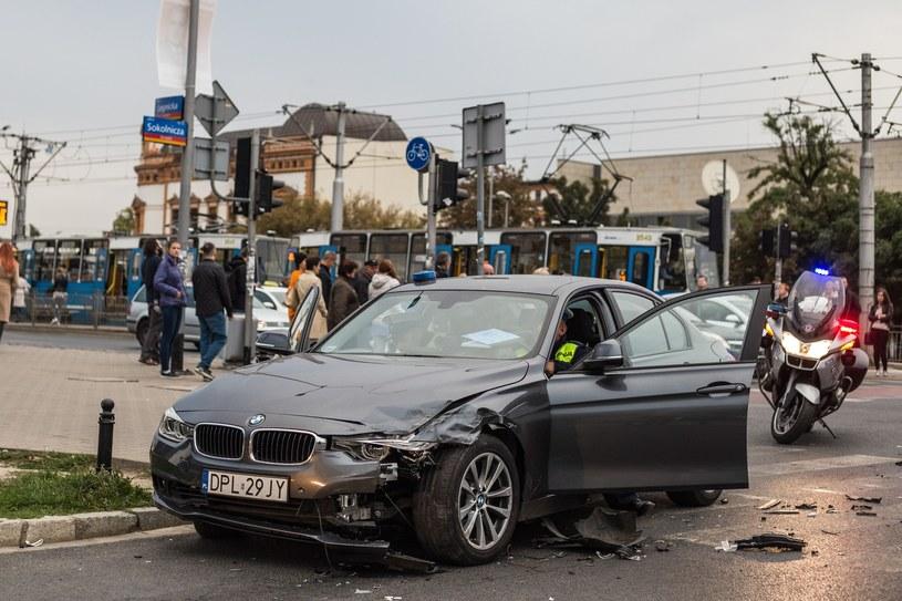 Jeden z rozbitych radiowozów /Krzysztof Kaniewski /Reporter