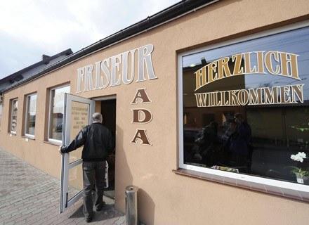 Jeden z salonów w Osinowie Dolnym /AFP