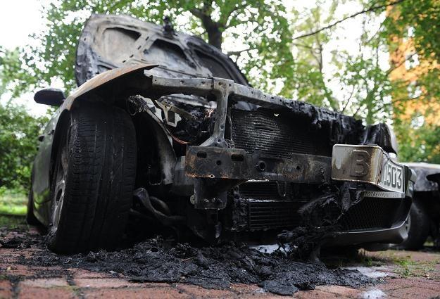 Jeden z samochodów spalonych w Berlinie /AFP