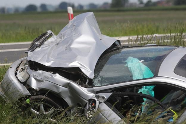 Jeden z samochodów uczestniczących w wypadku /Roman Zawistowski /PAP