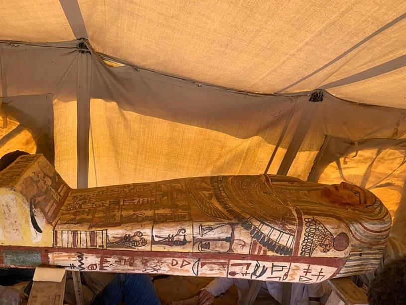 Jeden z sarkofagów odkrytych w Sakkarze (fot. Najwyższa Rada Starożytności) /facebook.com