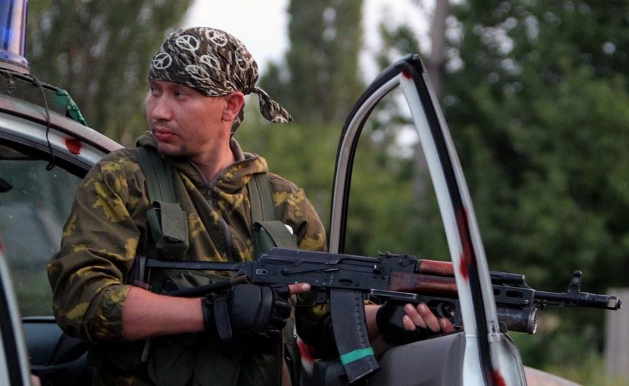 Jeden z separatystów na Ukrainie /IGOR KOVALENKO /PAP/EPA