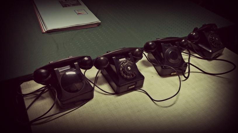 Jeden z tych alarmowych telefonów nadal działa... /INTERIA.PL