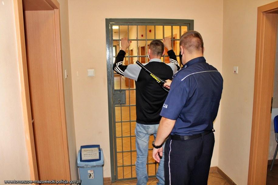 Jeden z zatrzymanych w sprawie mężczyzn /Policja