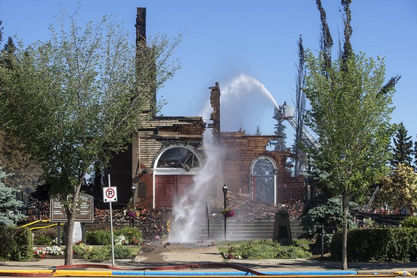 Jeden ze spalonych kościołów w Kanadzie /PRESS ASSOCIATION    /East News