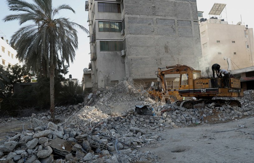 Jeden ze zniszczonych budynków w Strefie Gazy, który został zbombardowany w wyniku nalotów w ubiegłym miesiącu /AP/Associated Press /East News