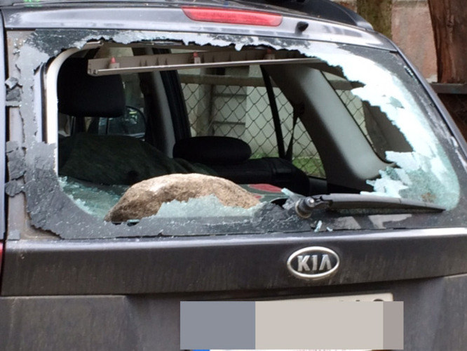 Jeden ze zniszczonych samochodów /Kuba Kaługa /RMF FM