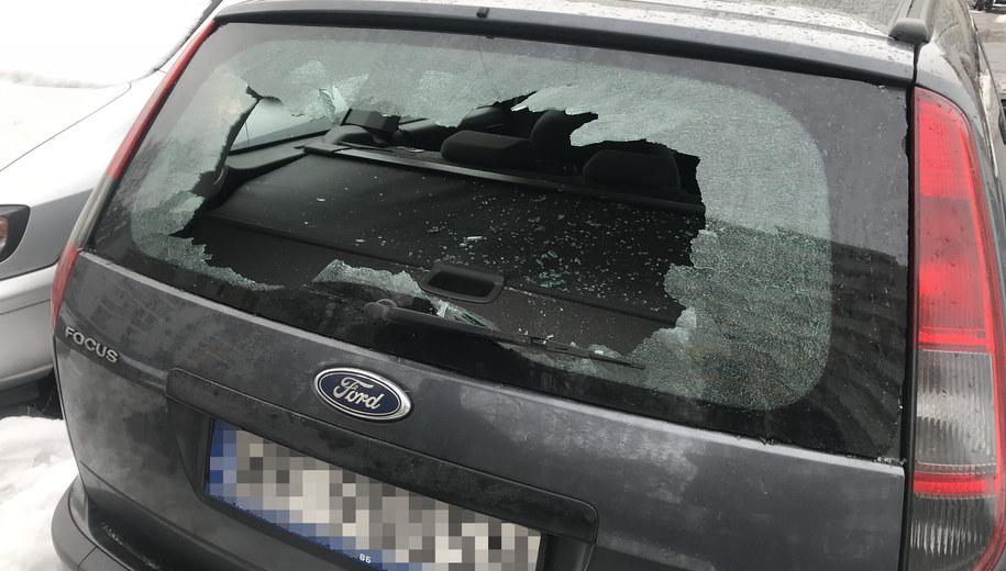 Jeden ze zniszczonych samochodów /Michał Dobrołowicz /RMF FM