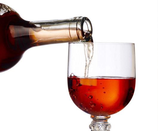 jedna lampka czerwonego wina dziennie ureguluje ciśnienie krwii  /© Panthermedia