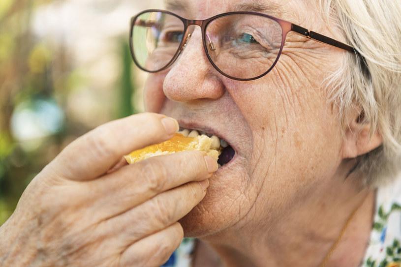 Jedna pomarańcza dziennie pomoże obniżyć ryzyko zawału serca /123RF/PICSEL