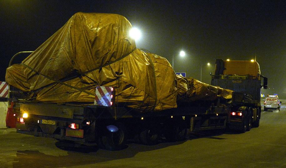 Jedna z ciężarówek konwoju /Darek Delmanowicz /PAP