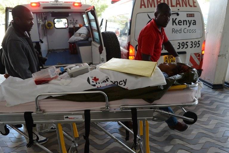 Jedna z ofiar ataku w szpitalu w Nairobi /SIMON MAINA /AFP