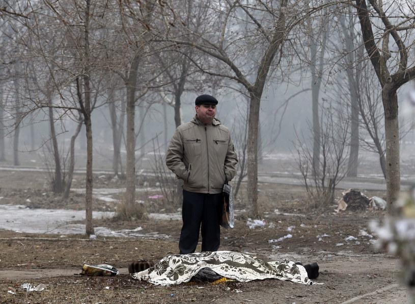 Jedna z ofiar ostrzału Mariupola /AFP