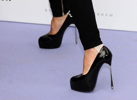 Jedna z par butów Victorii Beckham /Getty Images/Flash Press Media