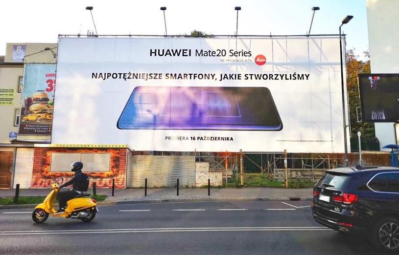 Jedna z reklam Huawei Mate 20, na jakie można natrafić w Krakowie /INTERIA.PL