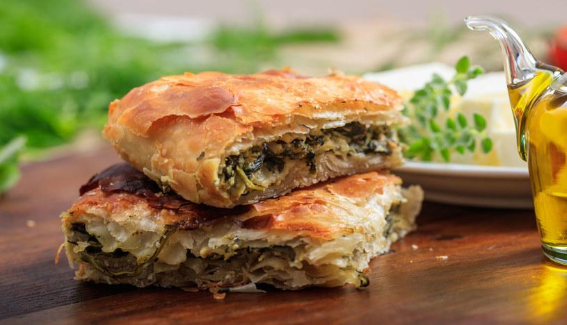 Jedną z specjalności regionu Emilia-Romania jest słony tort zwany erbazzone /123RF/PICSEL