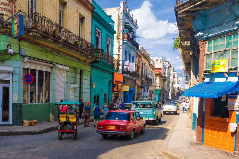 Jedna z uliczek kubańskiej stolicy Hawana /123RF/PICSEL
