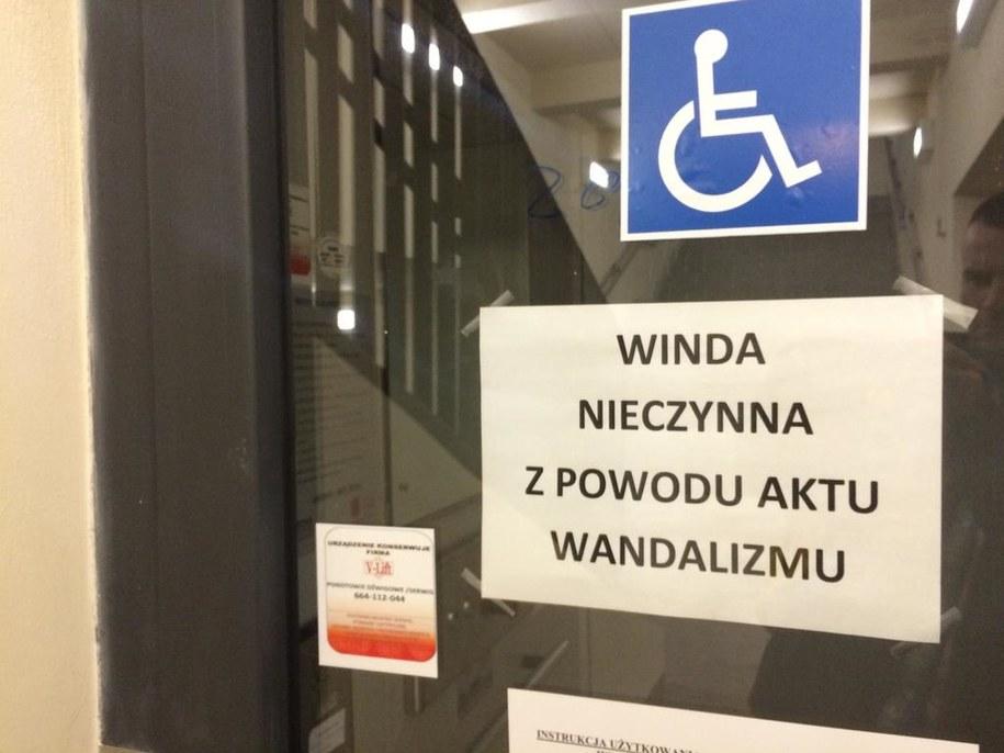 Jedna z wind na dworcu w mazowieckim Pruszkowie /Michał Dobrołowicz /RMF FM