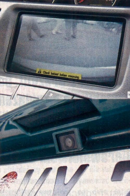Jedna z zabawek w nowej Primerze - gdy włączymy wsteczny bieg, na ekranie pojawia się obraz przestrzeni za tylnym zderzakiem. Kamera znajduje się nad tablicą rejestracyjną. /Motor