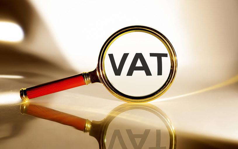 Jedne mikrofirmy płacą wysoki VAT. Inne mają dostać te pieniądze w ramach pomocy rządowej /123RF/PICSEL