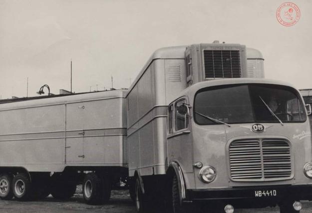 Jedne z pierwszych ciężarówek Pekaesu /Archiwum Akt Nowych