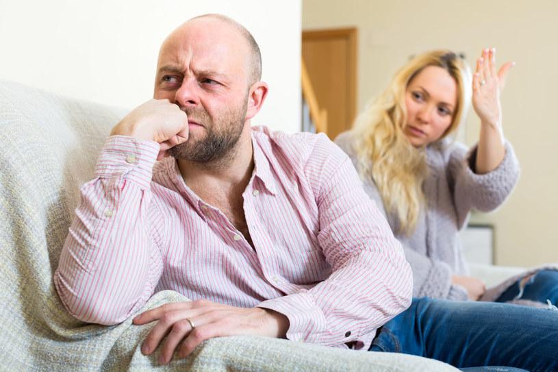 Jedno niefortunne pytanie o sympatie polityczne czy plany powiększenia rodziny może skończyć się awanturą /123RF/PICSEL