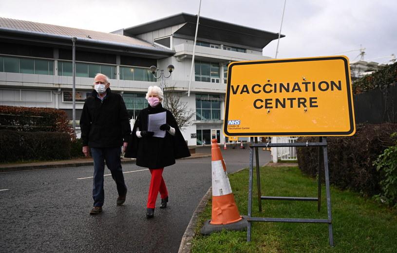 Jedno z centrów szczepień w Wielkiej Brytanii / ANDY RAIN    /PAP/EPA