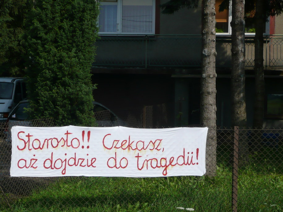 Jedno z haseł, które pojawiło się na ogrodzeniach domów. /Maciej Grzyb /RMF FM