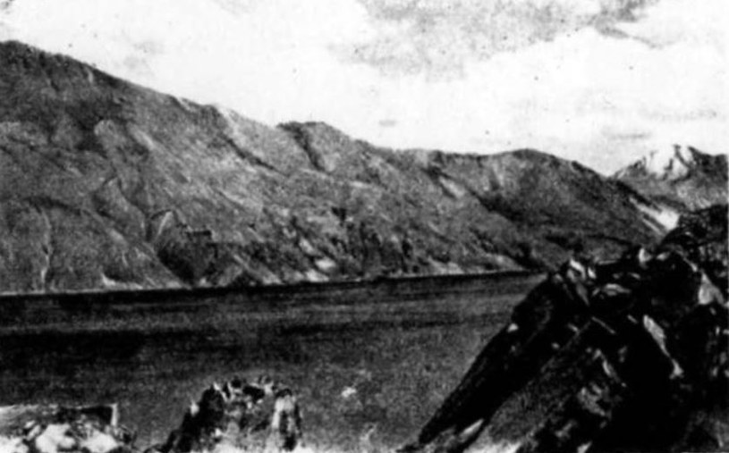 Jedno z pierwszych zdjęć jeziora Sareskiego /domena publiczna