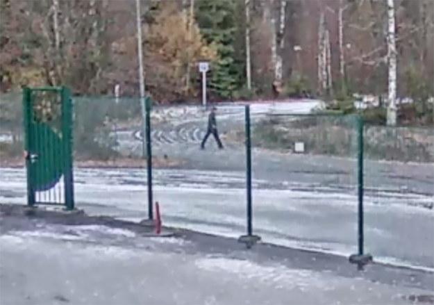 Jedno z ujęć z kamer monitoringu opublikowanych przez policję /NORWEGIAN POLICE /PAP/EPA