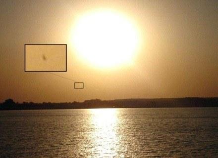 Jedno ze zdjęć z powiększeniami domniemanych UFO wykonana w argentyńskiej prowincji La Pampa. /MWMedia