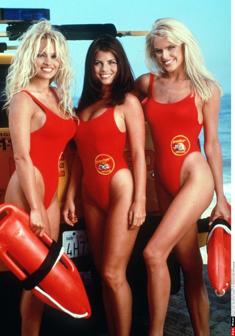 Jednoczęściowe kostiumy królowały w latach 90. /East News
