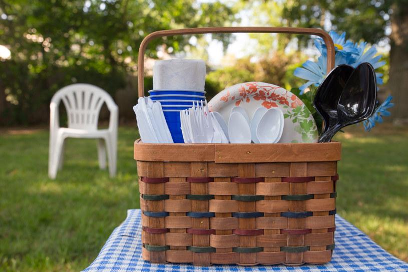 Jednorazowe naczynia i sztućce czeka rewolucja. Zmieniają się przepisy w UE /123RF/PICSEL