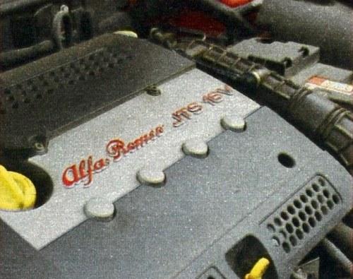Jednostka napędowa 2.0 JTS nie do końca pasuje do charakteru samochodu. /Motor