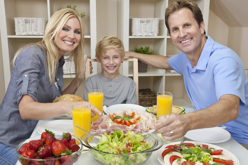 Jednym z czynników wpływających na poprawę samopoczucia jest dieta /© Photogenica