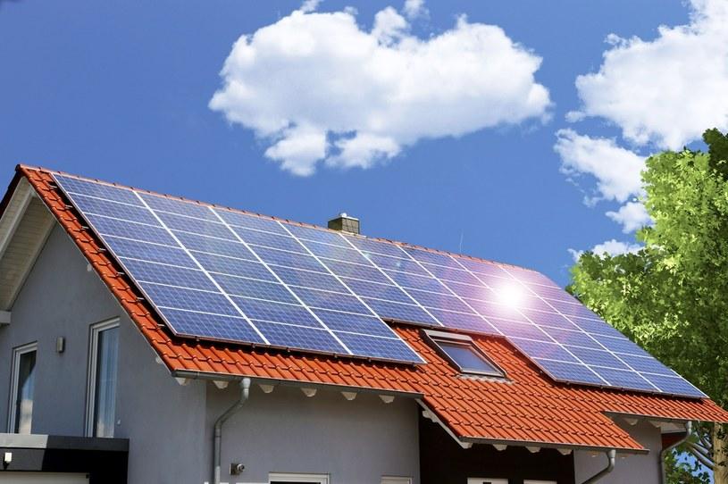 Jednym z głównych problemów, które dotykają prosumentów energii fotowoltaicznej, jest brak możliwości realnego magazynowania wytwarzanego prądu /123RF/PICSEL