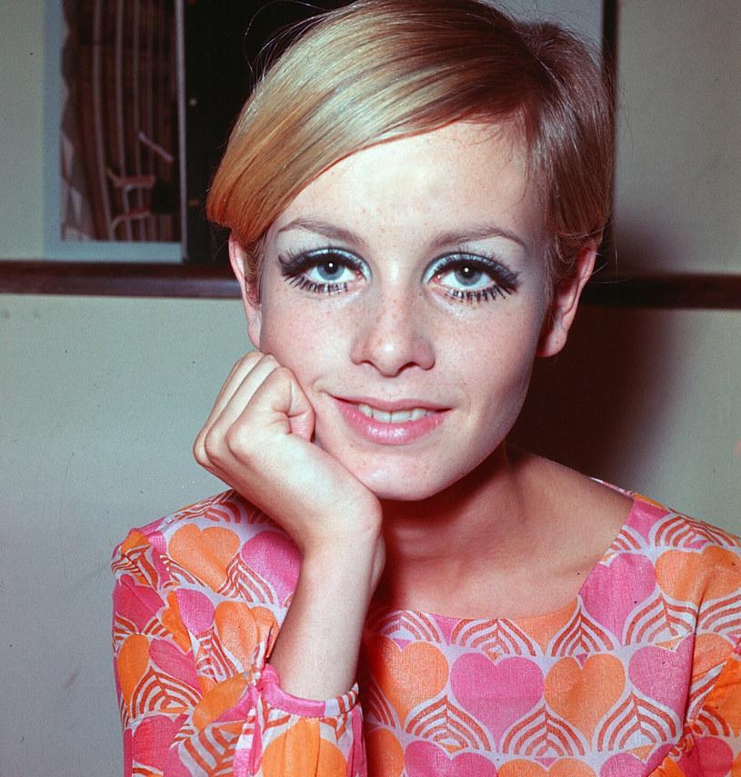 Jednym z mocnych makijażowych trendów będzie graficzna kreska, znak rozpoznawczy Twiggy czy Jane Birkin /Associated Press /East News