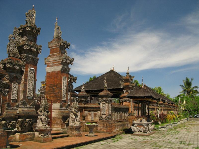 Jednym z najbardziej znanych zabytków jest idealnie zachowana świątynia Borobudur  /© Panthermedia
